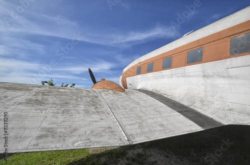 фотография DC-3 in a aircraft boneyard