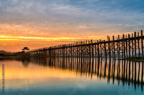 Foto Ubein Bridge at sunrise, Mandalay, Myanmar