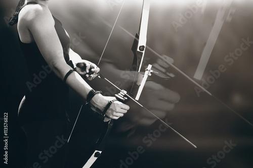 Foto Composite image of sportswoman practicing archery