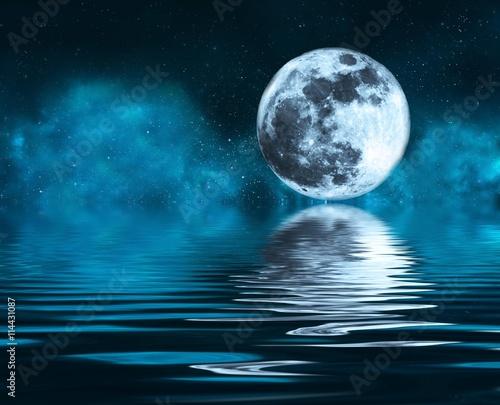 Wallpaper Mural la luna se mira en el espejo del mar
