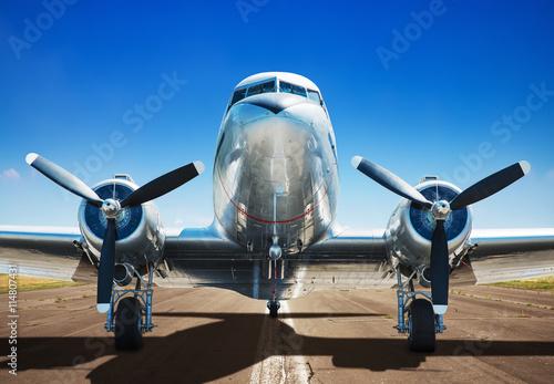 Photographie Avion sur une piste d'atterrissage