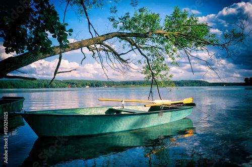 Folia na okno łazienkowe Łódka na mazurskim jeziorze Pluszne