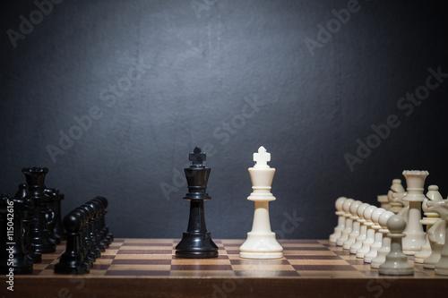 Fototapeta Šachové figurky nastavit na šachovnici