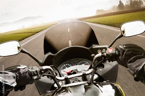 Canvas Print Motorradfahren aus der Perspektive des Fahrers