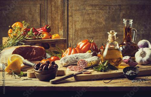 Martwa kuchnia retro ze świeżymi składnikami