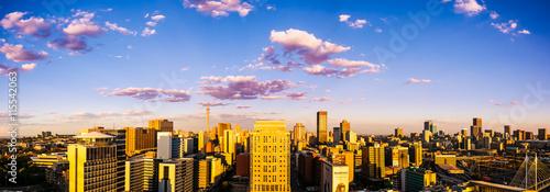 Fototapeta premium Johannesburg patrząc na wschód, w popołudniowym słońcu.