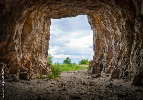 Murais de parede Entrance to the cave