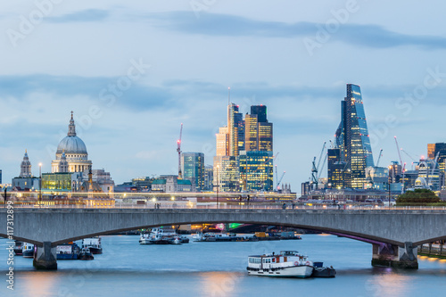 Photo London cityscape and waterloo bridge