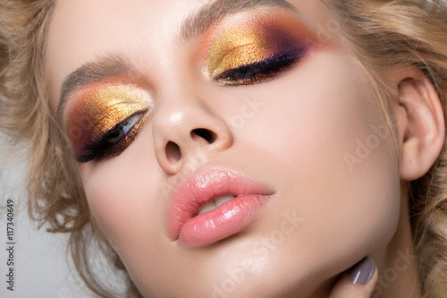 Canvas-taulu Close up beauty portrait of young woman with summer makeup