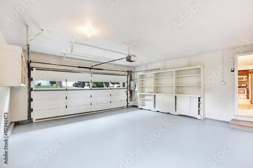 Canvas-taulu Empty garage interior in American house