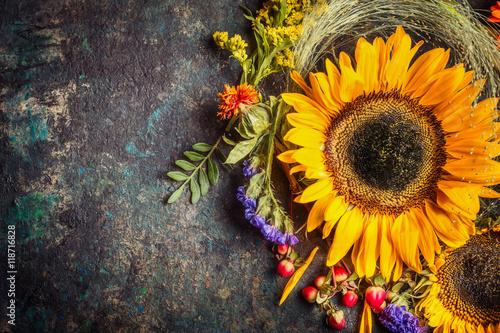 Naklejka na szafę w słoneczniki z jagodami i kwiatami