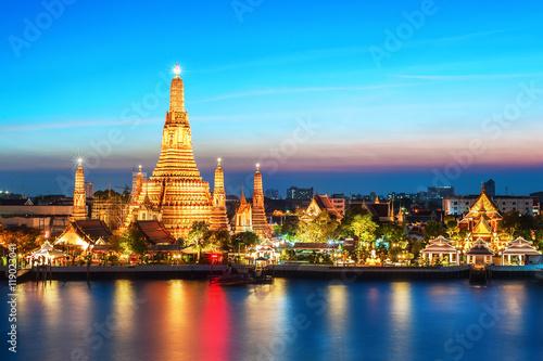 Stampa su Tela Night view of Wat Arun, Temple of Dawn, in Bangkok, Thailand