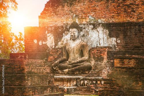 Fotografia Beautiful old temple at Sukhothai Historical Park in the morning, Sukhothai Thailand