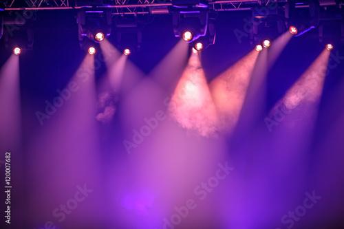 Valokuva Purple stage spotlights