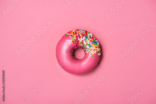 Canvastavla Donuts with icing on pastel pink background. Sweet donuts.