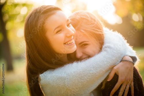 Obraz na plátne Happy friends outdoor