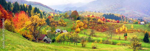 Tableau sur Toile mountain village in autumn