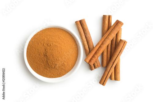 Valokuvatapetti Cinnamon sticks and ground cinnamon.