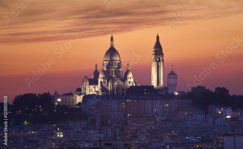 Photo Basilique of Sacre coeur at night, Paris, France
