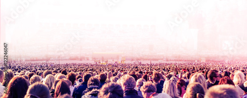 Fotografia Panoramic photo of large crowd of people