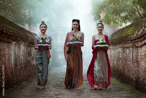 Fotografia Noppamas Queen Contest in Loy kratong tradition: Loy Krathong Day is one of the most popular festivals of Thailand celebrated annually on the Full-Moon Day of the Twelfth Lunar Month