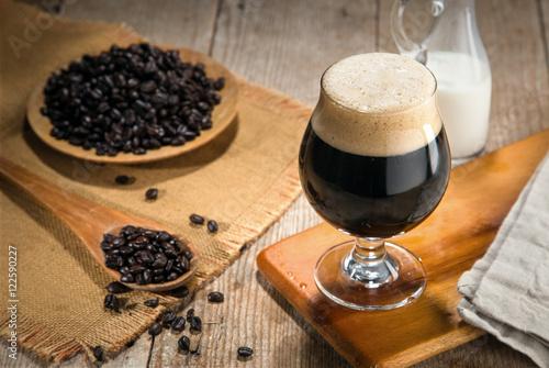 Photo Artisan craft cold brew nitro gourmet coffee espresso roasted coffee beans fresh