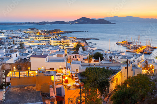 фотография View of the old town of Naxos and its port from the catle.