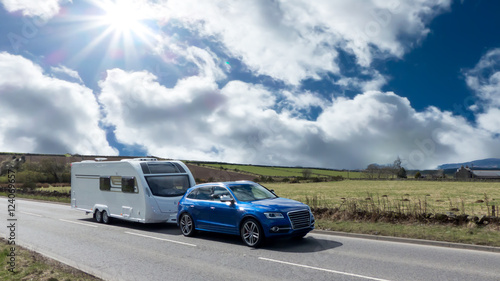 Slika na platnu Car and Caravan on the road