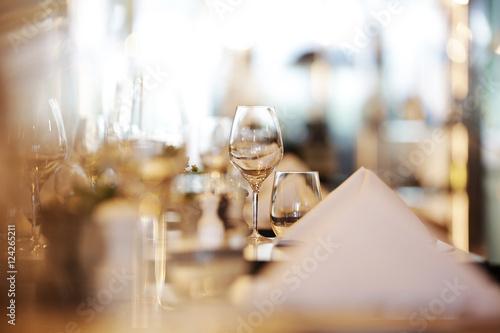Restaurant, gedeckter Tisch,weinglas