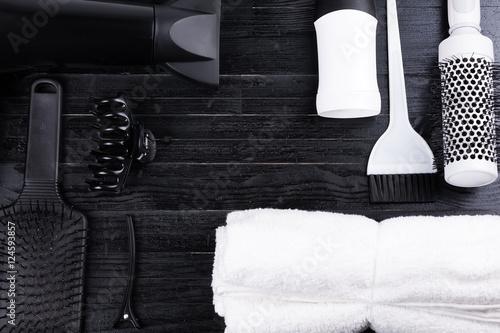 Fototapeta premium Czarno-białe narzędzia do układania włosów.