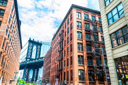 Fotografia Visiting the Manhattan bridge in Brooklyn