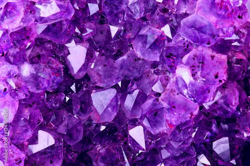 Fototapeta premium Jasna fioletowa tekstura z naturalnego ametystu