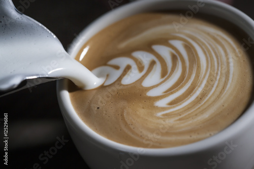 Tableau sur Toile Making latte Art on a Cappucinno. Freshly made