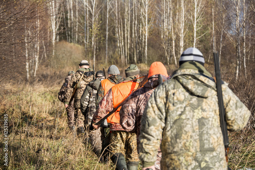 Fotografia, Obraz reaching the hunters on the trail of weapons