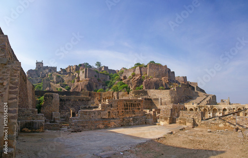 Photo Massive citadel ruins of the  Golconda Fort,