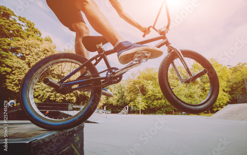 Foto Boy jumping with his bmx in the park.