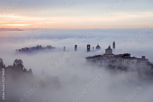 Canvas Print sunrise fog bergamo città alta