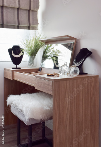Photographie Gorgeous lady dressing table
