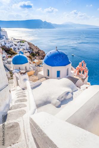Photo White blue architecture of Oia village on Santorini island, Greece