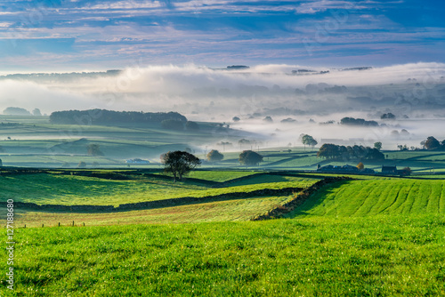 Typical English countryside, close to Buxton, Derbyshire - beautiful green lands фототапет