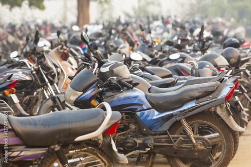 Obraz na plátně India motorcycle parking