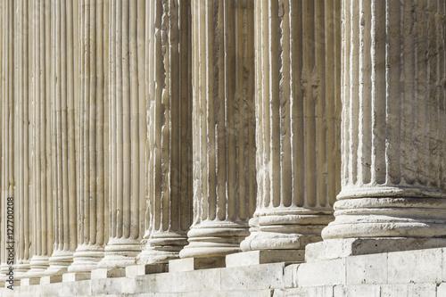 Foto Säulen des quadratischen Hauses von Nîmes