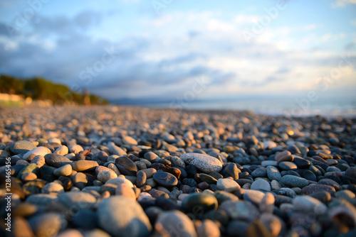 Obraz na płótnie sunset on pebble beach