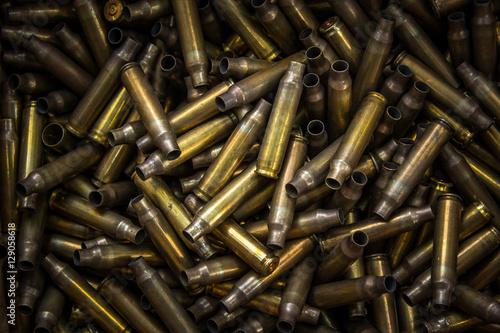 Fotografiet assault rifle bullet shell