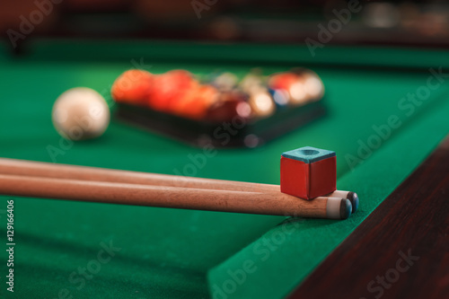 Obraz na plátně Cue and chalk on a pool table.