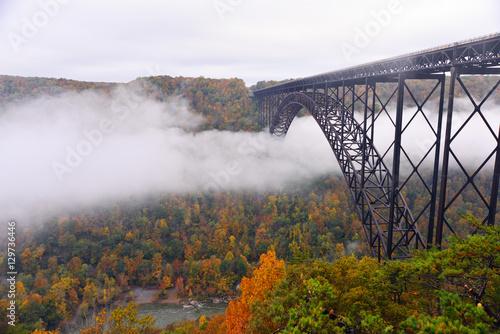 Fotografija Fog in the morning going under the New River Gorge Bridge