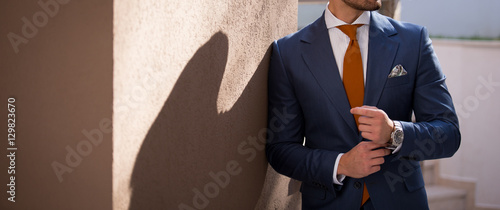 Canvas-taulu Male model in a suit posing outdoors