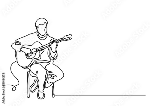 Fotografie, Obraz continuous line drawing of sitting guitarist playing guitar