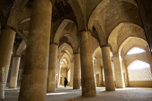 Fotografia In the great columns room of the Great Mosque, Isfahan, Iran