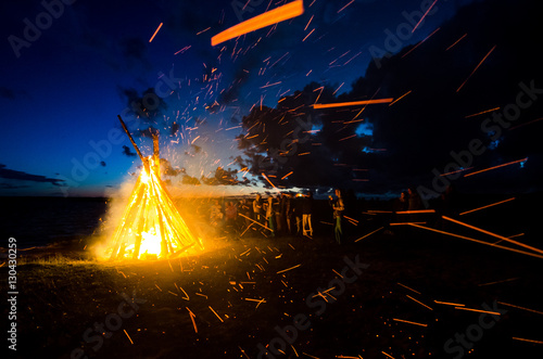 Obraz na płótnie People celebrating June solstice at the bonfire